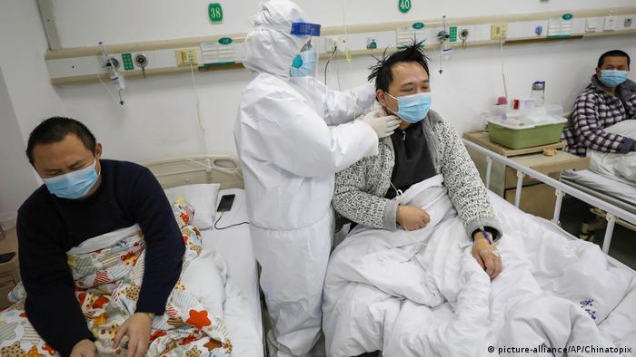 Обследование больных коронавирусом в городе Ухане в Китае