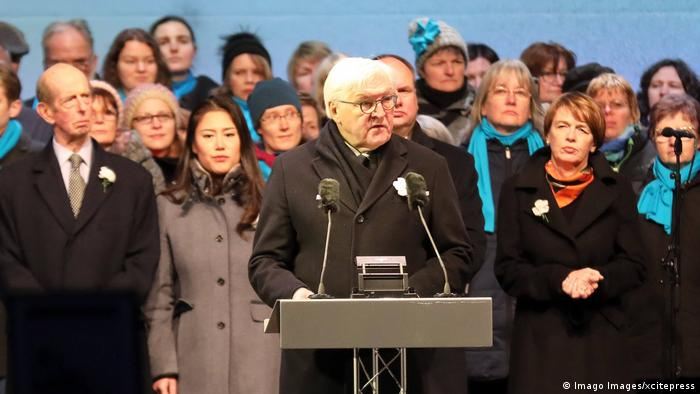 Prezydent Niemiec Frank-Walter Steinmeier w trakcie przemowy podczas uroczystości rocznicowych w Dreźnie