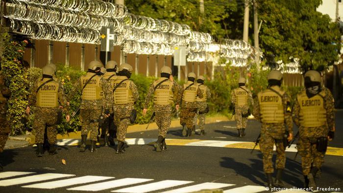 Fotos de soldados salvadoreños
