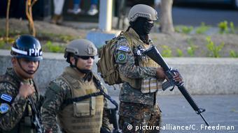 Foto de soldados salvadoreños