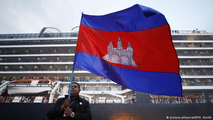 Kapal Westerdam di Pelabuhan Sihanoukville, Kamboja
