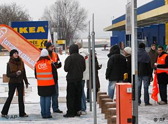 ikea offers to negotiate wages with striking employees in france business economy and finance. Black Bedroom Furniture Sets. Home Design Ideas