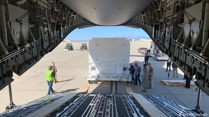 NASA Mars rover 2020 being loaded onto an Air Force C-17 Globemaster