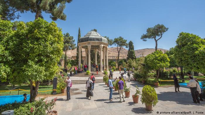 Iran Shiraz Aramgah-e Hafez Mausoleum und Garten