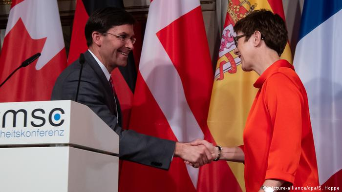 Deutschland | Annegret Kramp-Karrenbauer und Mark Esper | Münchner Sicherheitskonferenz
