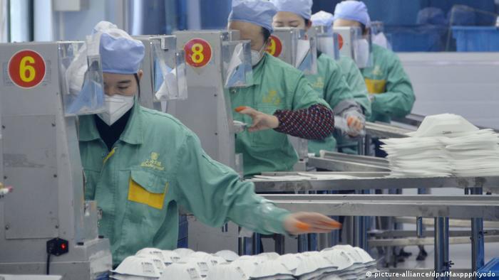 China Shanghai   Coronavirus   Produktion von Schutzmasken