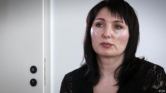 Елена Захаренко во время встречи с одним из похитителей ее отца Юрием Гаравским