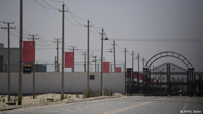 Дорога, которая предположительно ведет к в лагерю по перевоспитанию уйгуров в Синьцзяне