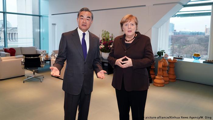 Deutschland Berlin   Wang Yi, Außenminister China & Angela Merkel, Bundeskanzlerin