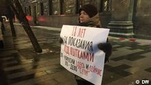 Protestaktion in Moskau zur Unterstützung der Verurteilten im so genannten Netzwerk-Fall: Einzelne Streikposten in Moskau. DW, 14.02.2020 in Moskau, Russland