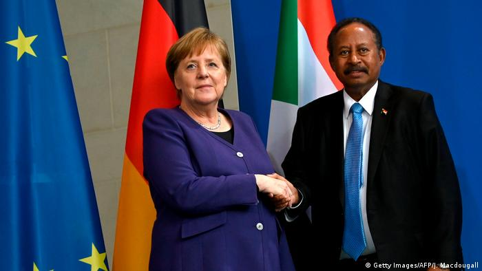 المستشارة الألمانية أنغيلا ميركل ورئيس الوزراء السوداني عبدالله حمدوك