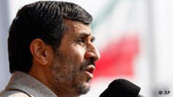 محمود احمدینژاد در قزوین گفت: «انفجار بمب در سیستان ادامه همان قطعنامه شورای امنیت است.»