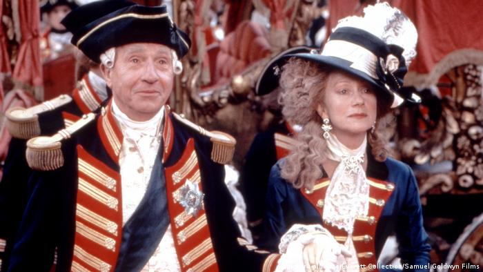 Film still - The Madness of King George with Nigel Hawthorne and Helen Mirren (picture-alliance/Everett Collection/Samuel Goldwyn Films)