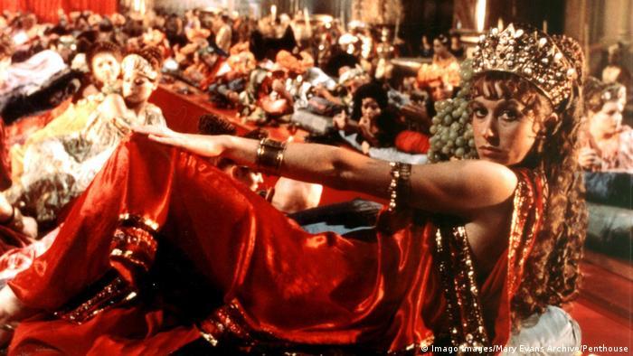 Fotograma de Calígula con Helen Mirren como Milonia Caesonia (Imago Images/Mary Evans Archive/Penthouse)