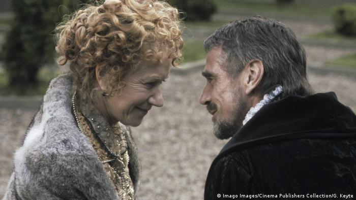 Film still Elizabeth I with Helen Mirren and Jeremy Irons (Imago Images/Cinema Publishers Collection/G. Keyte)