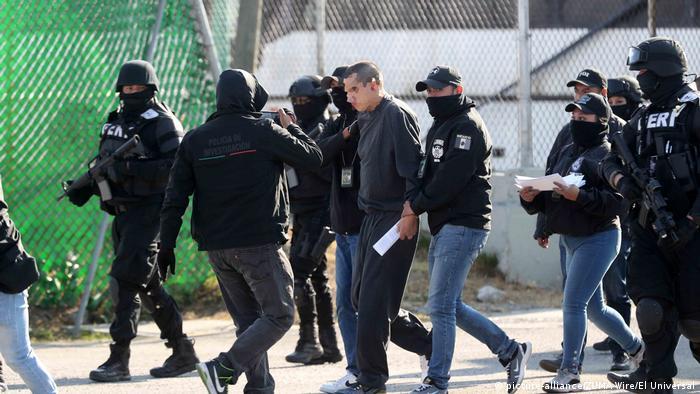 Momentos en que Óscar Andrés Flores (El Lunares''), presunto líder del cártel La Unión Tepito, era detenido por elementos de la Fiscalía capitalina el pasado 8 de febrero de 2020.