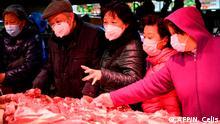 Shanghai Einkäufe im Supermarkt mit Schutzmasken