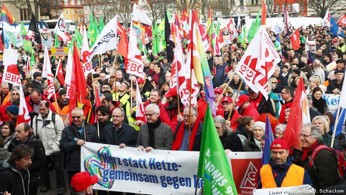 Germany: Protesters rally in Erfurt, denouncing political pacts with far right