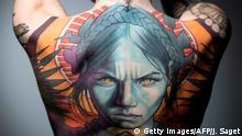 Symbolbild Tattoos (Getty Images/AFP/J. Saget)
