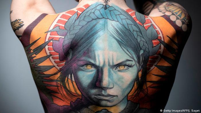 Das Ende der bunten Tattoos?