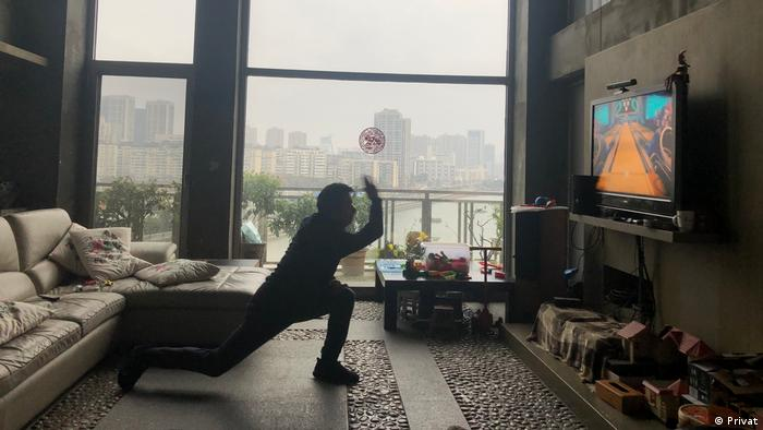 China | DW Korrespondent in Apartment in Wuhan (Privat)