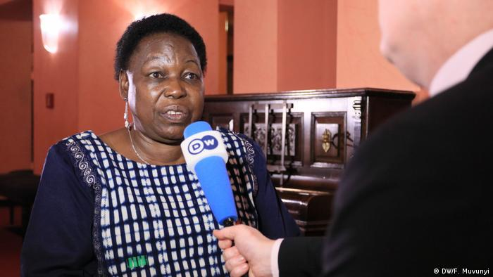 Zentral-Afrika Marie-Noëlle Koyara Verteidigungsministerin (DW/F. Muvunyi)