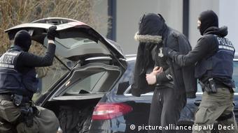 Один из задержанных у здания Федеральной прокуратуры в Карлсруэ