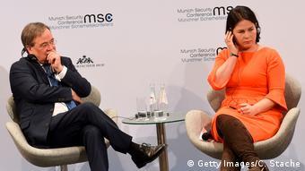 Ο πρωθιυπουργό της Ρηνανίας Βεστφαλίας με την συμπρόεδρο των Πρασίνων Ανναλένα Μπέρμποκ σε πάνελ