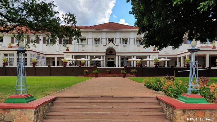 Zimbabwe | View of the front of the old colonial Victoria Falls Hotel building (DW/S. Sanderson)