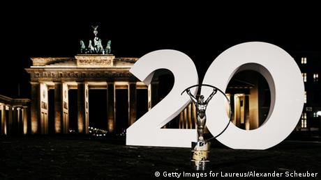 Laureus World Sport Awards 2020 | Laureus-Figur vor dem Brandenburger Tor