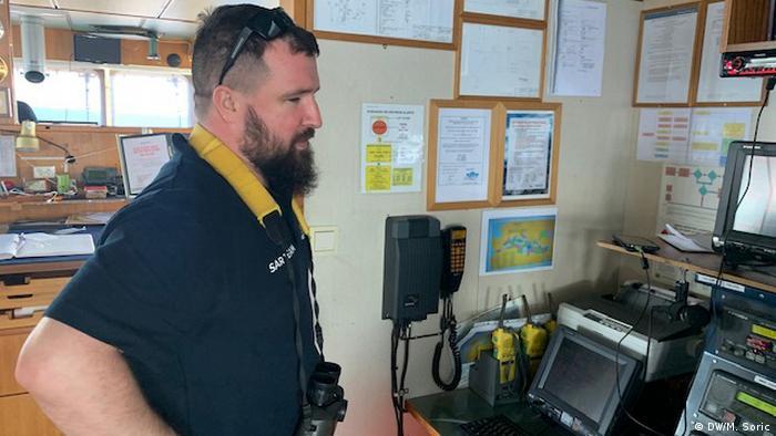 Nicholas Romaniuk en la cabina de mando.