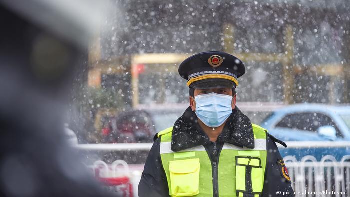 China Hubei Check Point Mitarbeiter Coronavirus Sars Covid-19