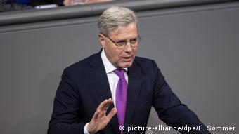 Ο Νόρμπερτ Ρέτγκεν είναι ο τρίτος υποψήφιος για την προεδρία της CDU και βάσει δημοσκοπήσεων δεν έχει πιθανότητες εκλογής