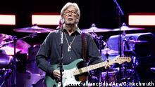 ABD0197_20190606 - WIEN - ÖSTERREICH: Der Musiker Eric Clapton am Donnerstag, 06. Juni 2019, während eines Konzerts in der Wiener Stadthalle. - FOTO: APA/GEORG HOCHMUTH - 20190606_PD10128 |
