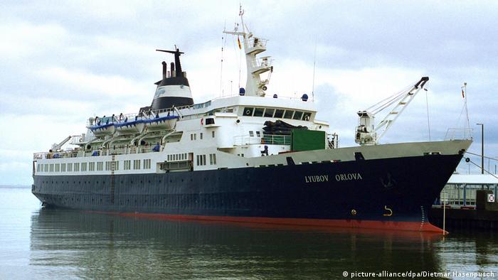 MV Lyubov Orlova, ehemaliges Kreuzfahrtschiff (picture-alliance/dpa/Dietmar Hasenpusch)