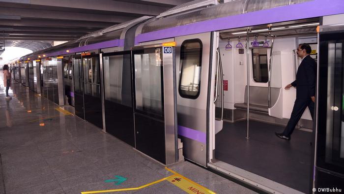 Indien Kolkata Neue East West Metro gestartet (DW/Bubhu)