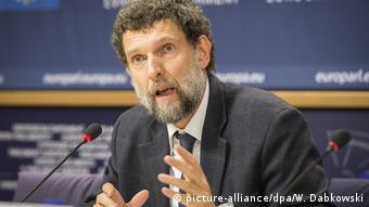 Ο Καβαλά σε συνέντευξη Τύπου στο Ευρωπαϊκό Κοινοβούλιο το 2014