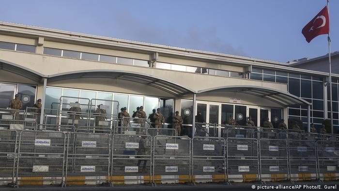 Arşiv - Silivri Ceza ve İnfaz Kurumları'nın karşısındaki mahkeme binası
