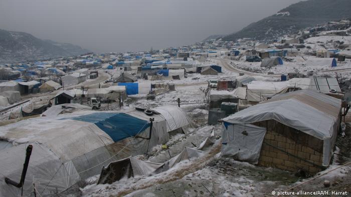 Campo de refugiados durante um dia de frio intenso em Idlib
