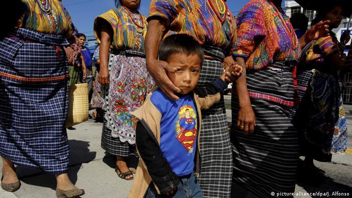 Symbolbild Guatemala Kinder (picture-alliance/dpa/J. Alfonso)
