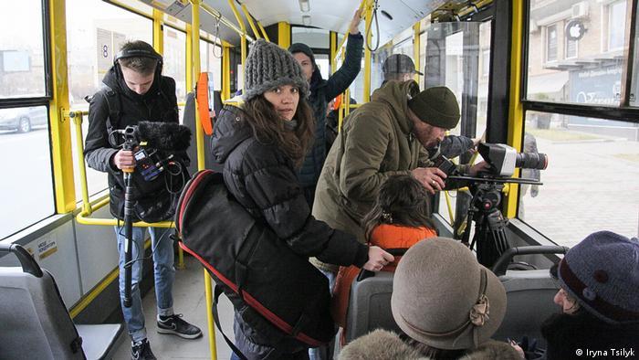 Dreharbeiten für The Earth Is Blue As An Orange von Iryna Tsilyk in Ukraine