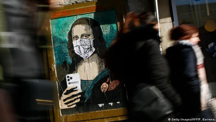 BdTD Spanien Wandgemälde Mona Lisa mit Mundschutz (Getty Images/AFP/P. Barrena)
