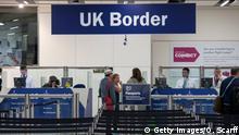 Großbritannien Einreise Passkontrolle am Flughafen Gatwick