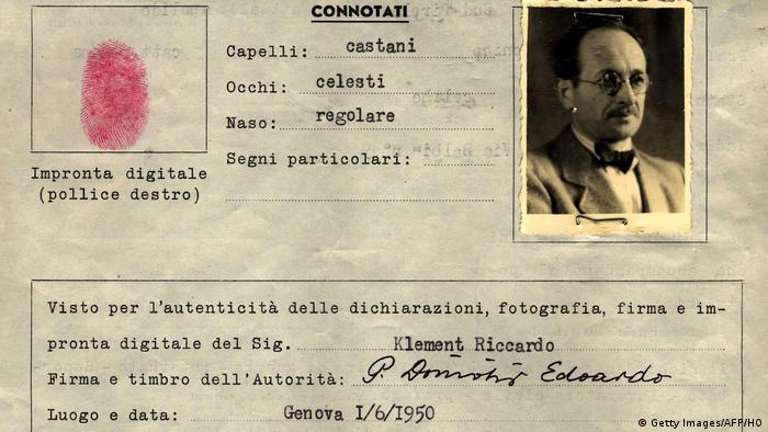 Formular Adolf Eichmann alias Ricardo Klement (Getty Images/AFP/HO)