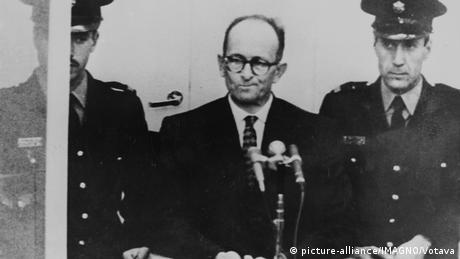Адольф Эйхман перед судом в Иерусалиме