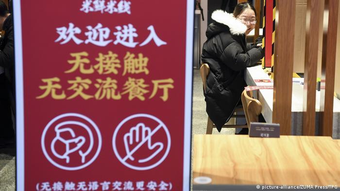 China Hunan Kontaktlose Restaurants wegen Corona (picture-alliance/ZUMA Press/TPG)