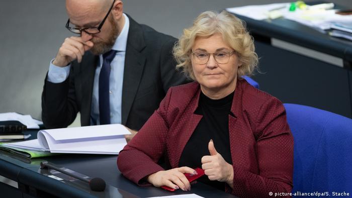 Bundestag | Bundesjustizministerin - Christine Lambrecht während Bundestagssitzung