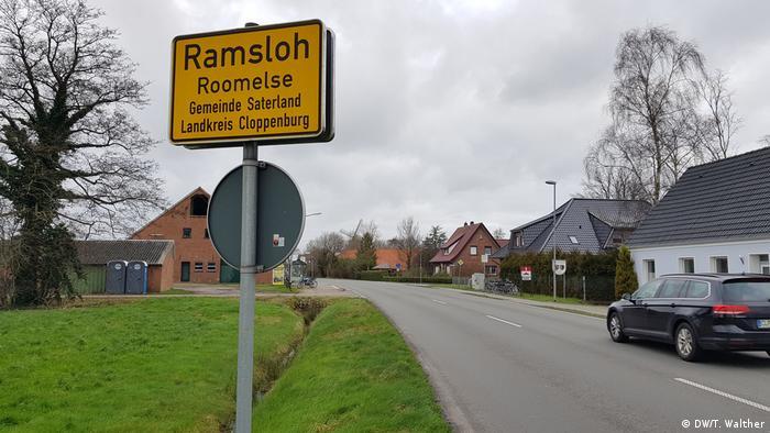Saterland | Bedrohte Sprachen - Verkehrsschilder auf Saterfriesisch