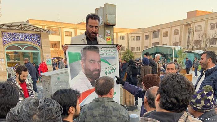 Mohammad Rostami na ulazu u bazar Teherana