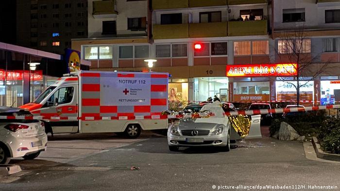Ханау, машина скорой помощи на месте преступления